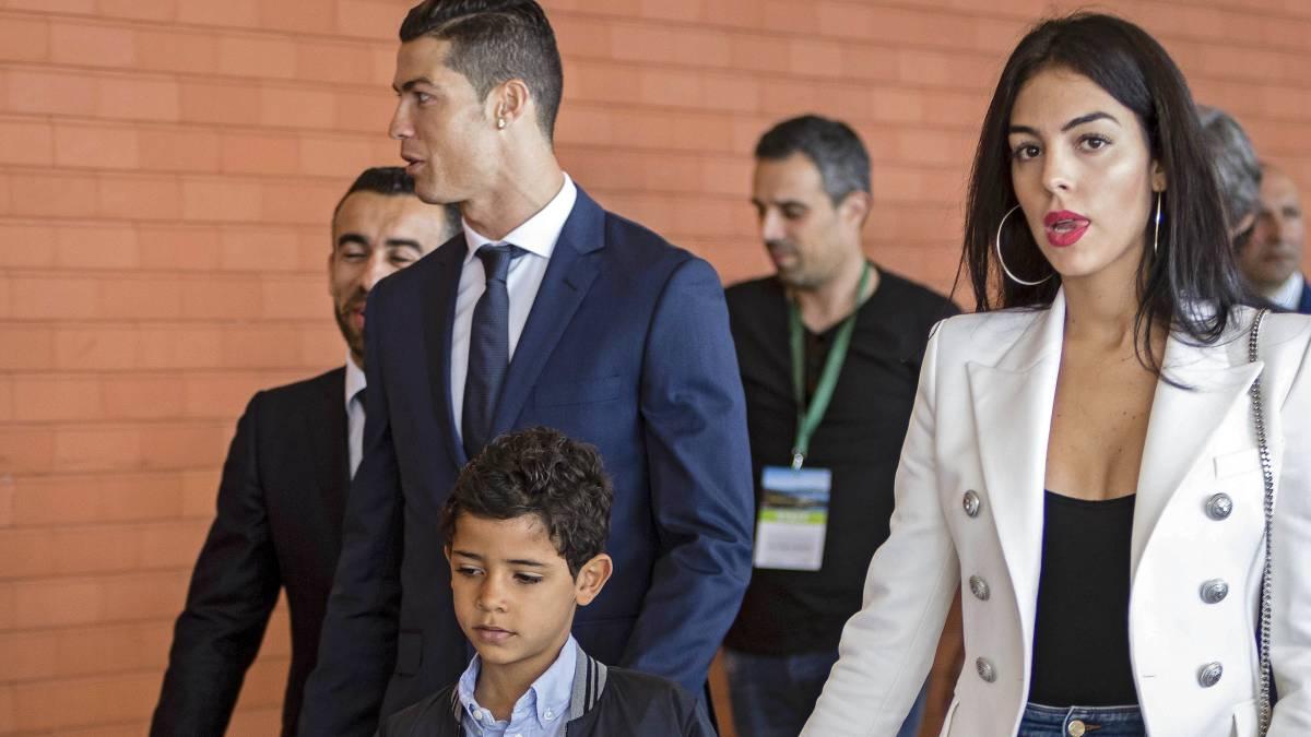 Ronaldo trở lại Madrid để dọn đồ đạc sang Juve