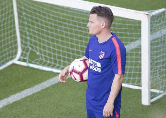 Valencia hoping Gameiro will be left out of Atlético squad