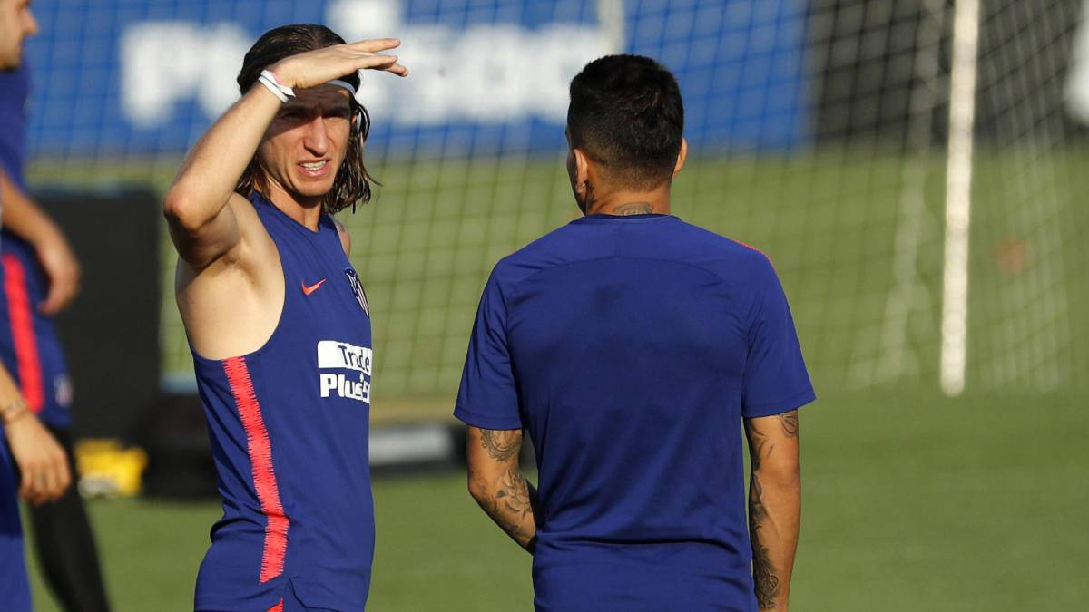 Filipe Luis wants to leave Atlético Madrid and has offer from PSG