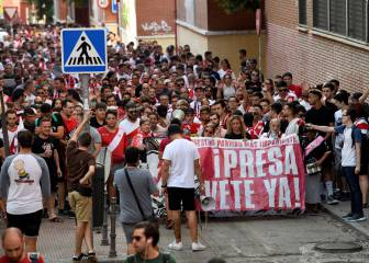 Rayo Vallecano fans protest and call for president's resignation