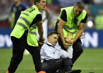 World Cup pitch invader may be poisoned - Pussy Riot