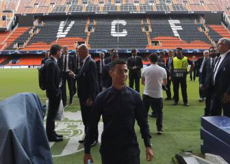 Valencia fans give Juventus players a sleepless night
