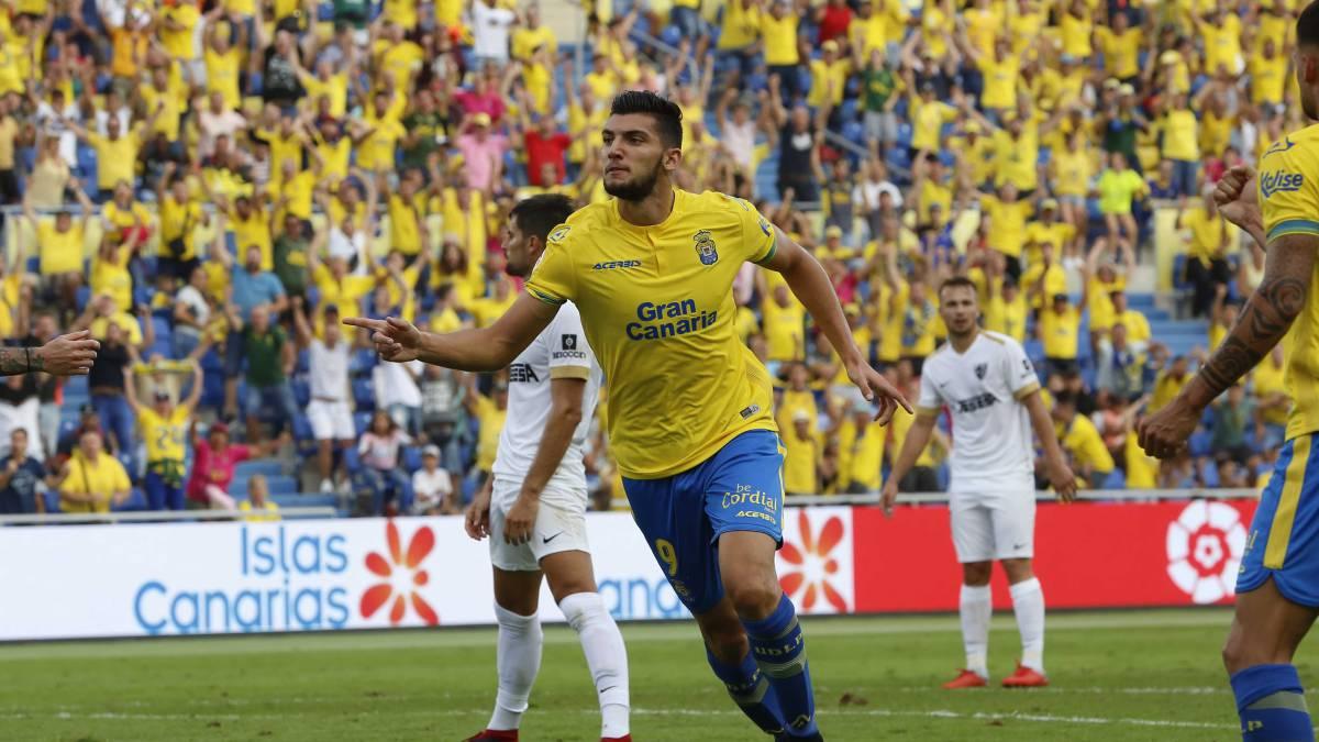 La U.D.Las Palmas baja a la tierra al Málaga y le infringe su primera derrota en liga con un solitario gol de Rafa Mir.