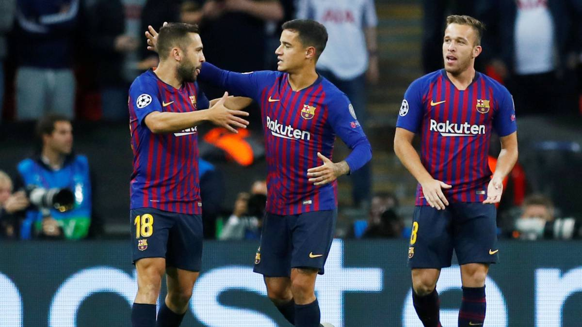Coutinho makes history for Barcelona in Champions League
