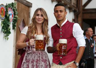 Bayern Munich squad don the lederhosen to celebrate Oktoberfest