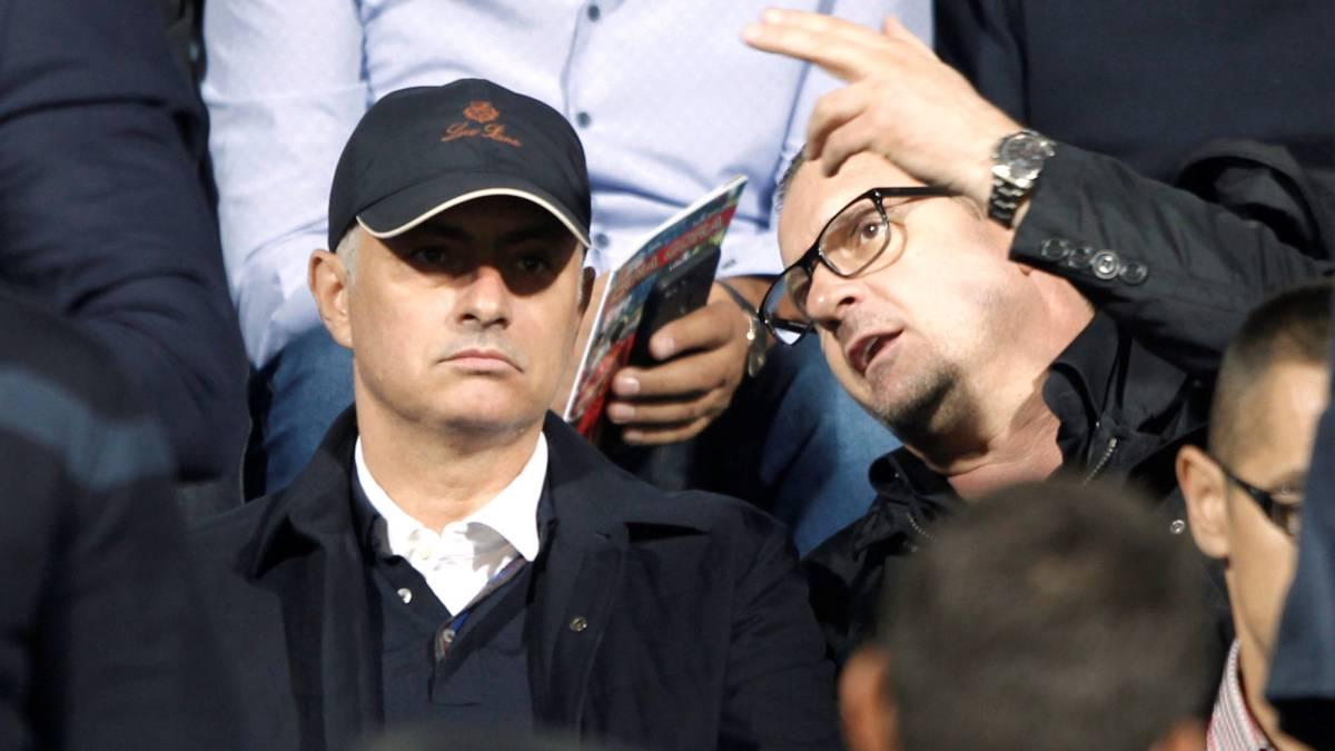 El técnico del Manchester United, José Mourinho, con Pedja Mijatovic en el Montenegro - Serbia.