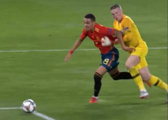 Spain demand penalty for Pickford's challenge on Rodrigo