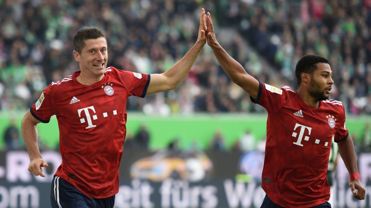 Lewandowski brace gives Bayern crisis respite; Robben sees red