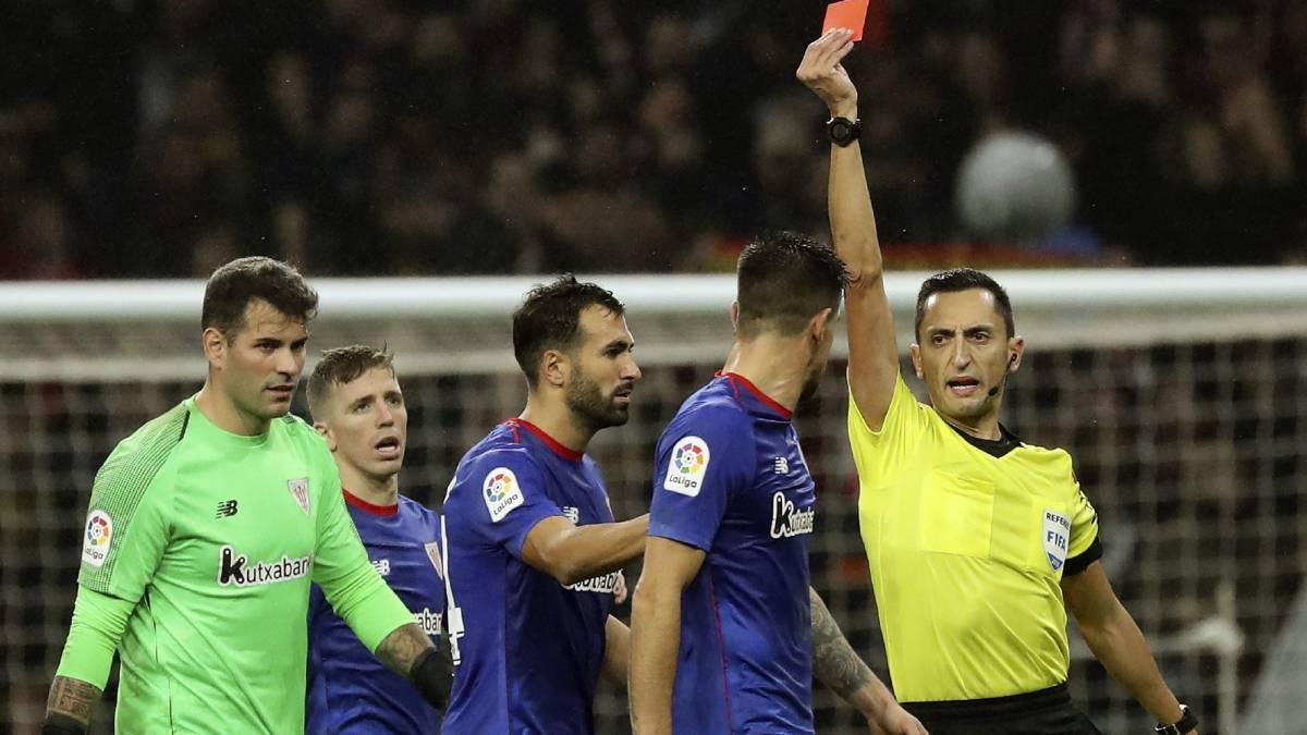 """Yuri se encaró con el árbitro """"de forma agresiva"""" al acabar el partido y fue expulsado"""