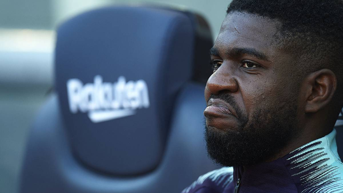 Umtiti's knee injury could see Barcelona sign a defender in January