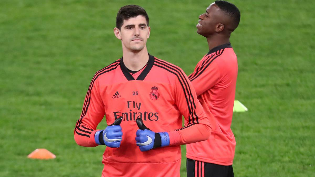 Courtois chooses the best three keepers in the world