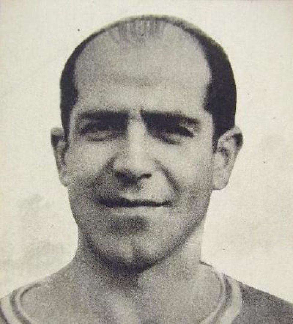 Luis Urquiri. Vistió la camiseta del Alavés desde 1928 hasta 1933. Con el Atlético de Madrid jugó desde 1939 hasta 1941.
