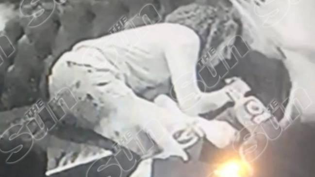 El jugador del Arsenal, Mattéo Guendouzi, desmayado tras consumir 'hippy crack'.