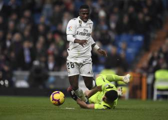 Vinicius penalty appeal waved away by ref and VAR
