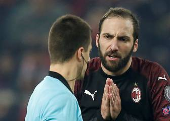 Higuaín key to striker dominoes with Morata, Piatek