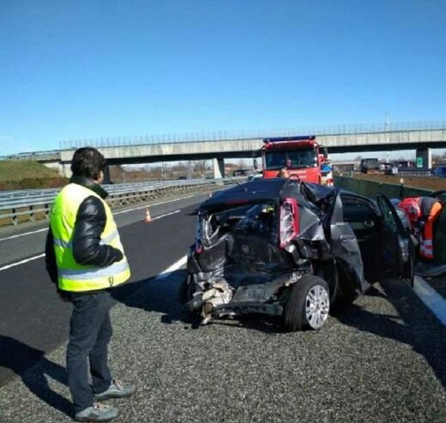 Así quedó el Fiat Punto del conductor que colisionó con Douglas Costa.