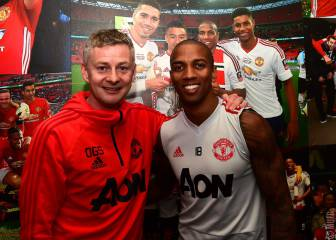 Ashley Young renueva un año su contrato con el United