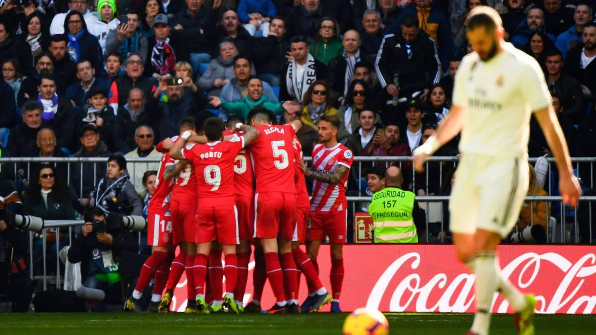 Los jugadores del Girona celebran uno de sus goles al Madrid.