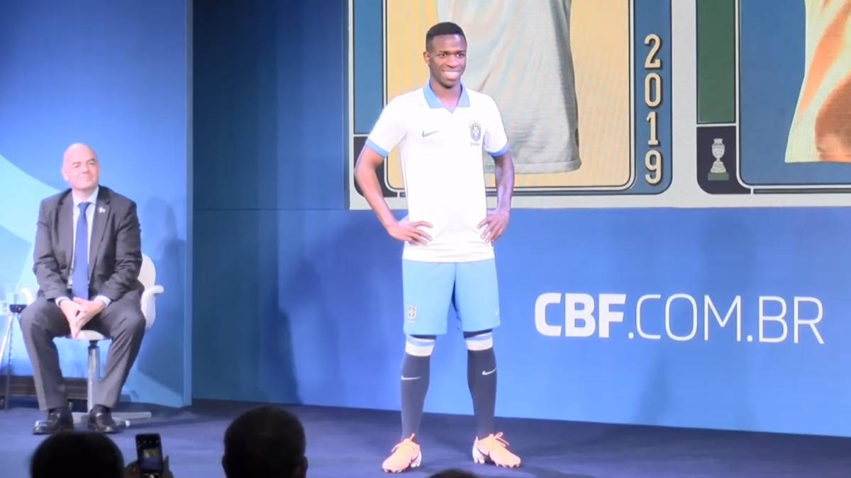 1f40a0e55 Real Madrid s Vinicius stars as Brazil launch new white kit - AS.com