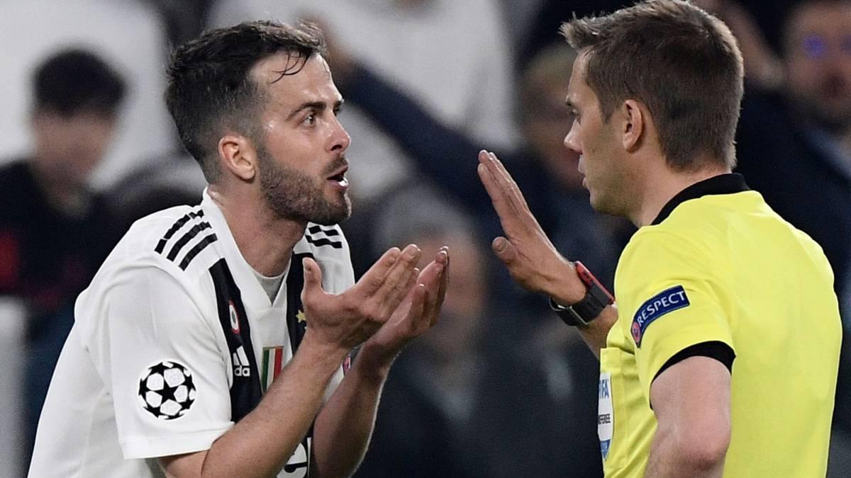 Clement Turpin, en el partido entre la Juventus y el Ajax de Ámsterdam.