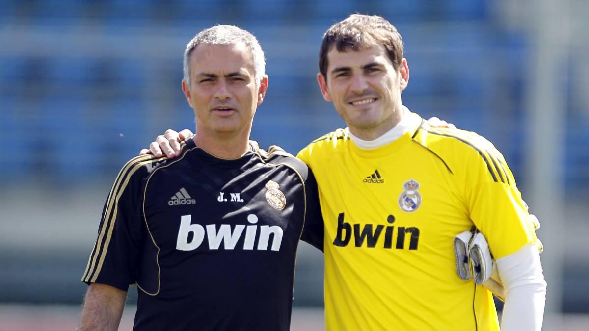 14bb081be Iker Casillas y Jose Mourinho tras un entrenamiento en Valdebebas con el  Real Madrid.