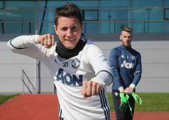 Ander Herrera signs for PSG