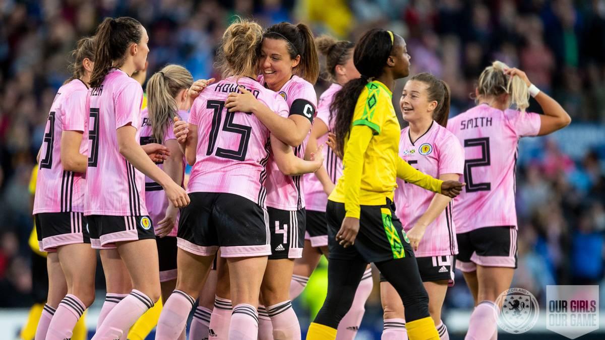 Escocia e Italia ganan a Jamaica y Suiza en su última prueba