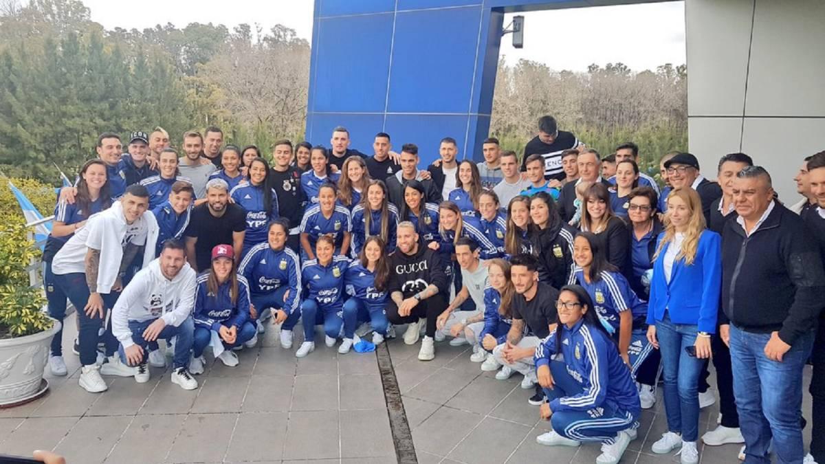 Las selecciones masculina y femenina de Argentina.
