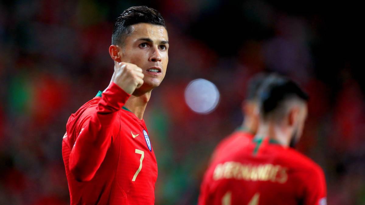 Cristiano celebra uno de sus goles ante Suiza