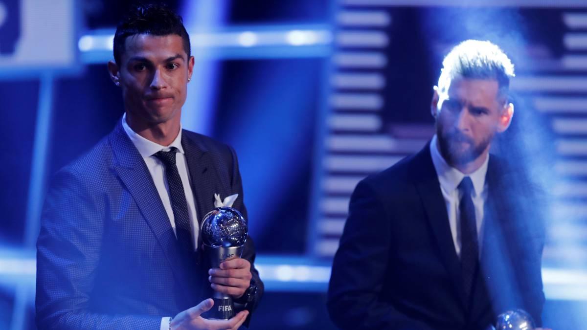 Cristiano Ronaldo (Juventus) y Leo Messi (Barcelona), en los premios The Best.