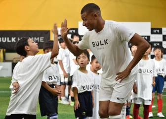 Mbappé big in Japan with the futsal kids