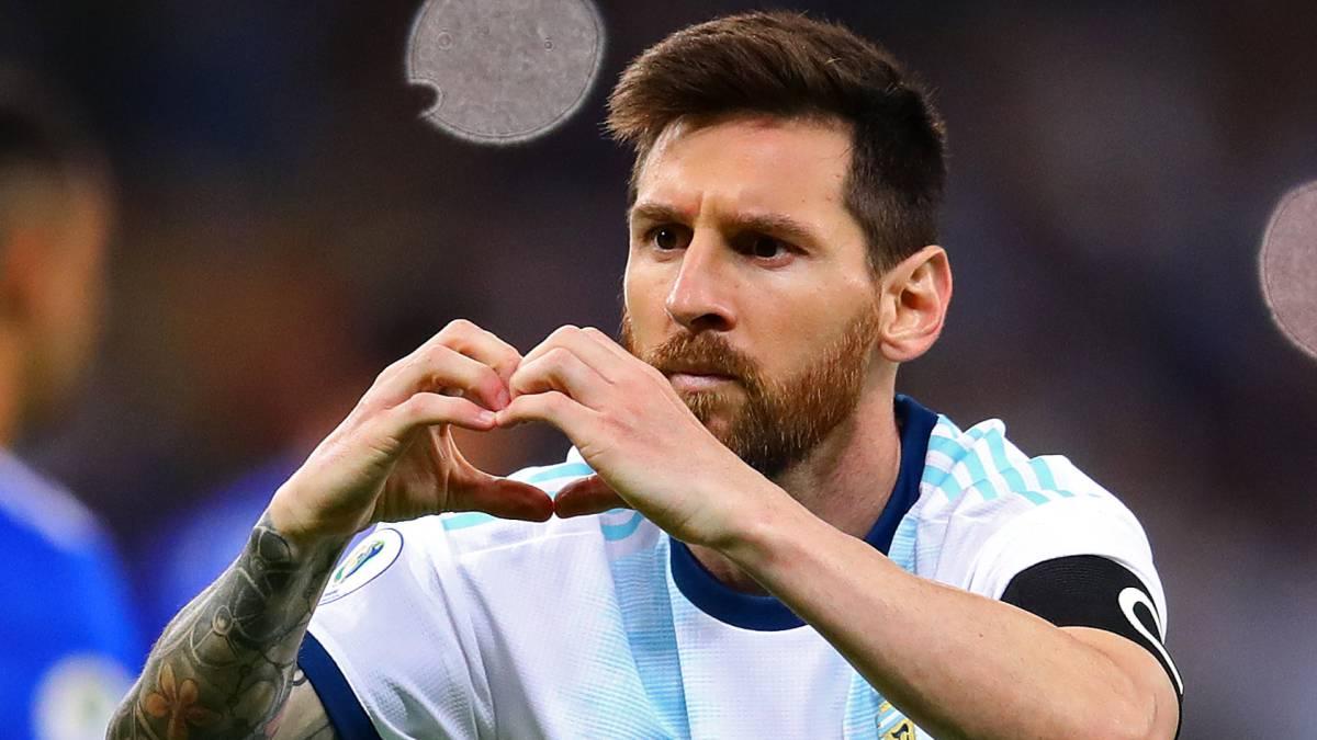 El delantero argentino del Barcelona, Leo Messi, con su selección.