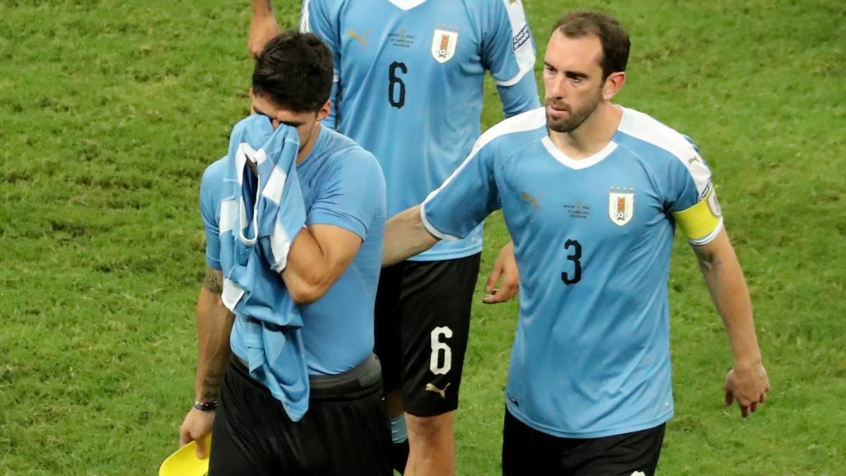 Perú echa a Uruguay en los penaltis y se mete en semifinales