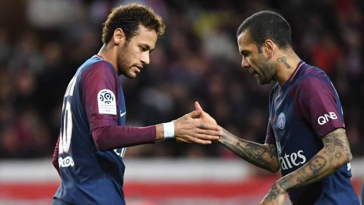 Alves coloca a Neymar a la altura de Messi y Cristiano