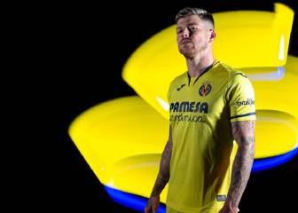 Alberto Moreno hops aboard the Yellow Submarine