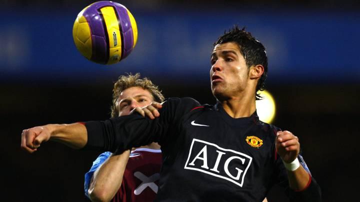 Los jugadores de Manchester United y West Ham, Cristiano Ronaldo y Jonathan Spector.