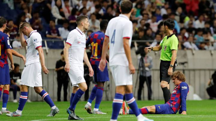 Barcelona's Griezmann suffers injury scare in first