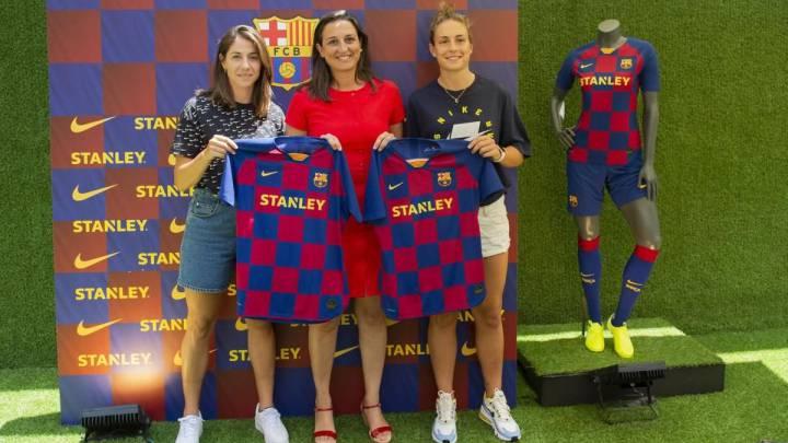 Alexia Putellas y Vicky Losada presentaron la equipación del Barcelona femenino.