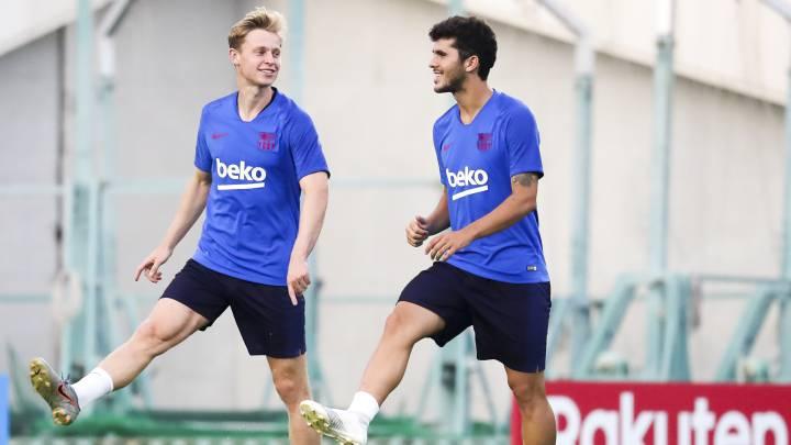 De Jong y Aleñá en el entrenamiento del Barcelona