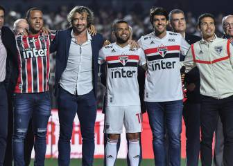 40,000 fans show up at Dani Alves' Sao Paulo presentation