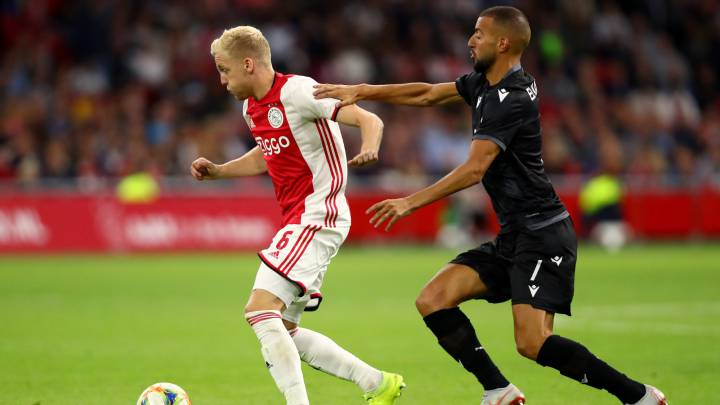 El Ajax de Van de Beek, del susto a pasar de ronda