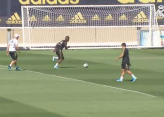 Vinicius cracks one into the net under Zidane's watchful eye