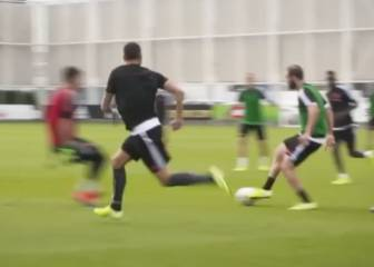Cristiano Ronaldo linking up in Juventus training