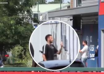 Neymar given an earful by worker at PSG's training ground