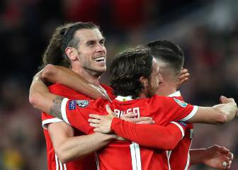 Gareth Bale 'plays happy' with Wales