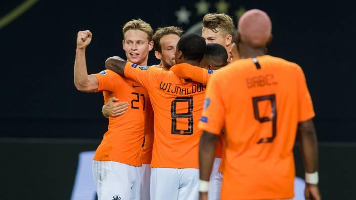 Los jugadores holandeses celebran la victoria ante Estonia.