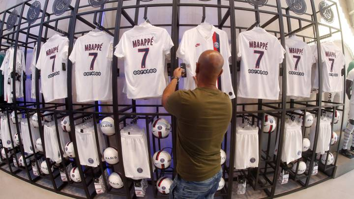 new arrival 4cf1d 35f7f Kylian Mbappé ousts Neymar as fans' favourite at PSG - AS.com