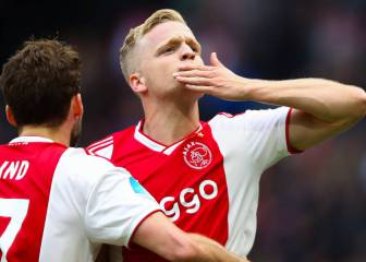 Van de Beek set to sign improved Ajax deal