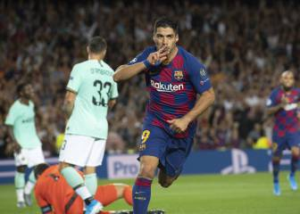 Luis Suárez two goals shy of Barça legendary status