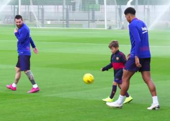 A chip off the old block as Luis Suárez's son crashes Barça training